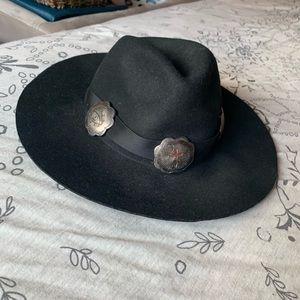 UNIF Conch hat